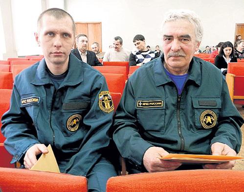 Спасателям Дмитрию ФЕЛИСЕЕВУ и Виктору КРУГЛОВУ дали грамоты