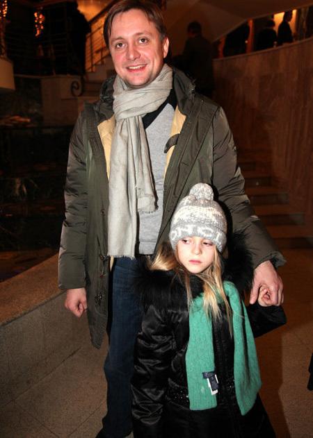 Артём МИХАЛКОВ с дочкой (фото Ларисы КУДРЯВЦЕВОЙ)