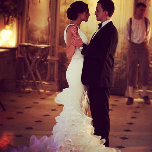 Алена ВОДОНАЕВА выложила в Интернет свои свадебные снимки с мужем