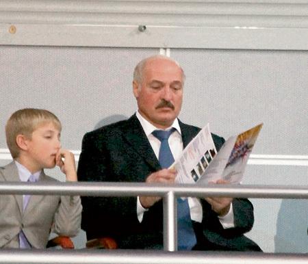Президент Белоруссии Александр ЛУКАШЕНКО вот уже несколько лет приезжает на открытие «Славянского базара» вместе с младшим сыном - восьмилетним Колей