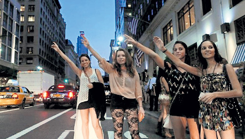 Женщины давно голосуют за право ездить в такси безопасно, но дёшево. Официальные же извозчики дерут с них три шкуры, поэтому дамам приходится рисковать и соглашаться на услуги частников