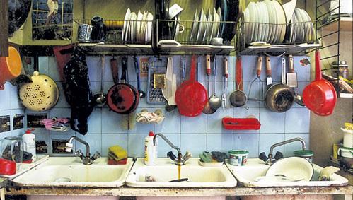 Воспоминания о советских коммуналках у многих вызывают ностальгию, но жить в квартире, где «на 38 комнаток всего одна уборная», никто не желает