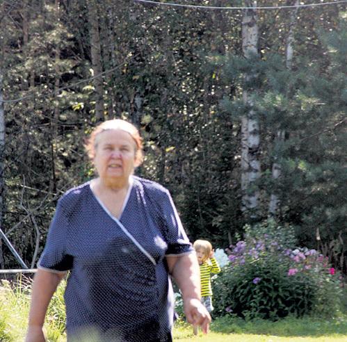 Мать МАЛАХОВА приехала из Сибири - сидеть с внучатами. Младший - у неё за спиной
