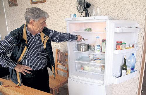 В холодильнике у холостяка не густо