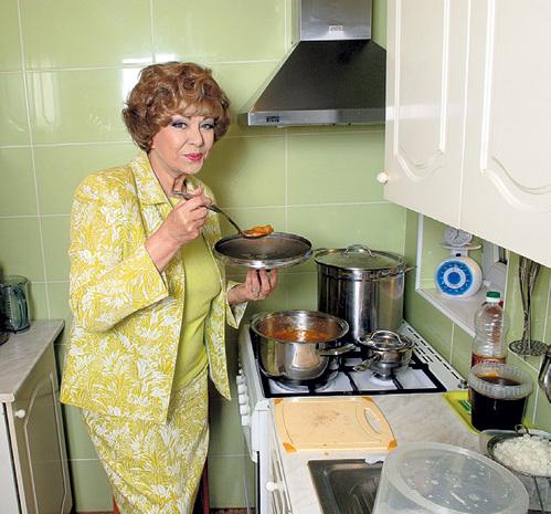 Эдита ПЬЕХА готовит вкуснейшие щи по-польски
