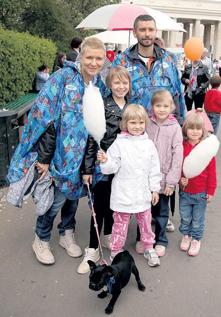 У супругов КРИСТОВСКИХ четыре дочери: Ясмин, Станислава, Мия и Ума