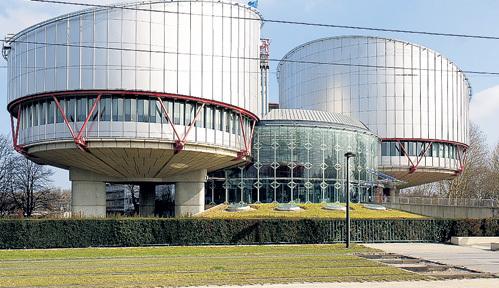 Здание Европейского суда по правам человека расположено недалеко от исторического центра Страсбурга. Оно построено в 1991 - 1994 годах в футуристическом стиле