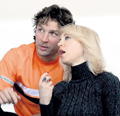 Дарья, бывшая жена МИХАЛКОВА, с июля появляется на публике с недавно разведённым футболистом Дмитрием СЕННИКОВЫМ