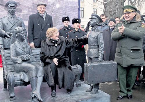 ЛАНОВОЙ и ПОКРОВСКАЯ вспомнили счастливую молодость (справа - Сергей ШОЙГУ)