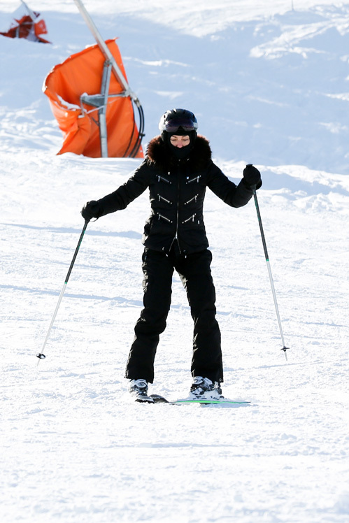 МАДОННА катается на лыжах в Швейцарии. На семейные каникулы она взяла с собой и Тимора