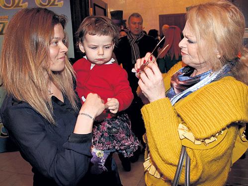 Лариса ДОЛИНА гордится дочерью Ангелиной и внучкой Сашенькой