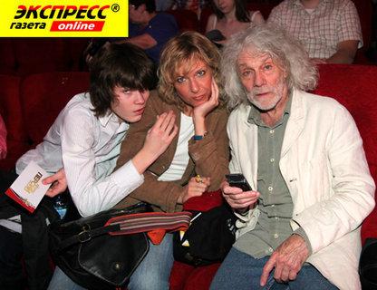 Александр ЛИНЬКОВ с дочкой и внуком.