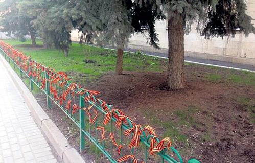 Георгиевские ленточки в Леонтьевском переулке