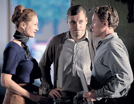 Хит прошлого телесезона - «Оттепель» (на фото Виктория ИСАКОВА, Евгений ЦЫГАНОВ и Александр ЯЦЕНКО)