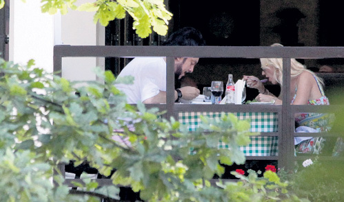 Не дождавшись внимания от ПУГАЧЁВОЙ, Филипп пригласил на обед её дочь Кристину