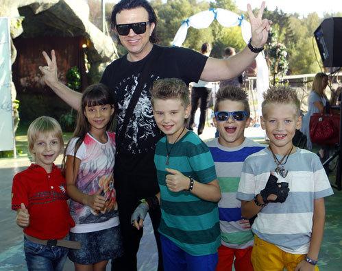 Никита, Полина и Роман ЖУКОВА, а так же группа «Джинсовые мальчики»