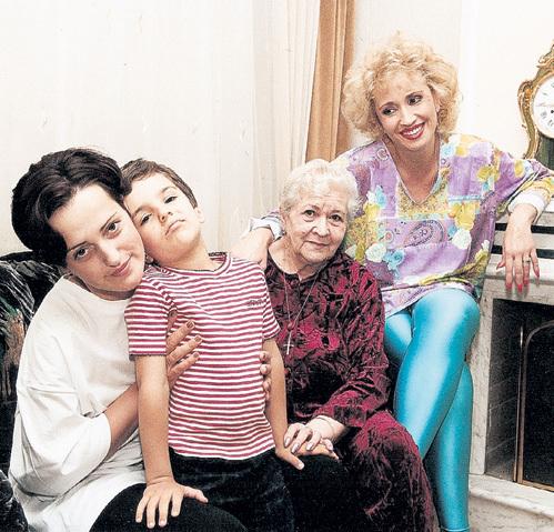 Ещё два года назад Ирина АЛЛЕГРОВА была счастлива в подмосковном доме со своими родными - мамой Серафимой СОСНОВСКОЙ, дочерью Лалой и внуком Сашей