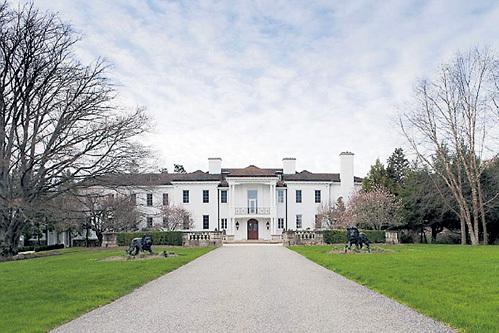 ...купили поместье рядом с владениями экс-президента США и «крепкого орешка»