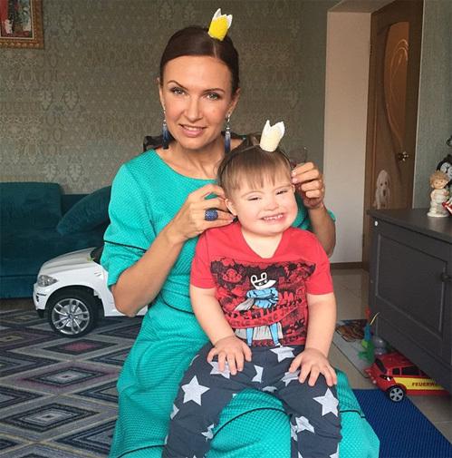 Эвелина бледанс и ее сын фото 2015 минусовка классная школа из сериала классная школа