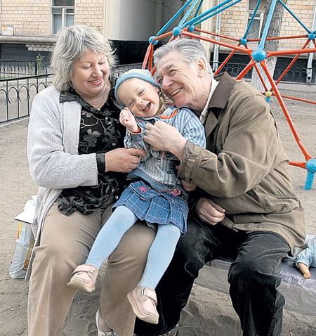Александр Борисович со второй женой и младшей дочерью Сашенькой