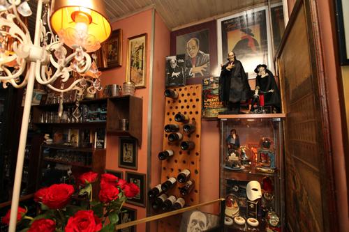 Музей внучки Гастона Леру в ее ресторанчике
