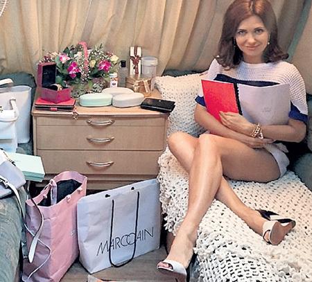 Катя в своем грим-вагене. Фото: Instagram.com