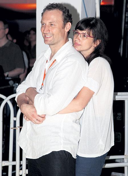 Анатолий БЕЛЫЙ с женой Инессой отметил на «Кинотавре» бумажную свадьбу - два года брака