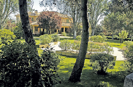 Дом БЕКХЭМОВ выстроен в тосканском стиле