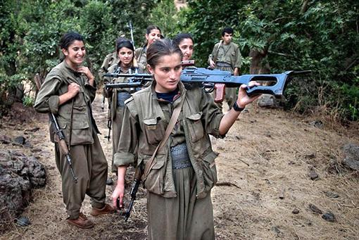 В рядах курдского ополчения немало представительниц прекрасного пола