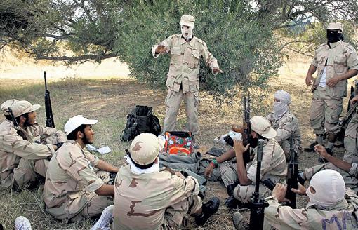 Катарский спецназ проходит инструктаж в Ливии