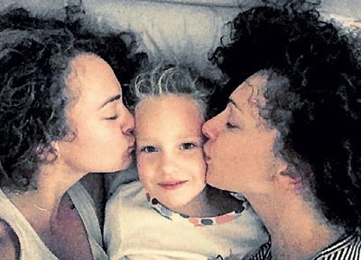 Ксения с дочурками Аглаей и Сонечкой