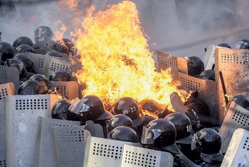 Украинских ментов пустили в расход. Фото: © Reuters