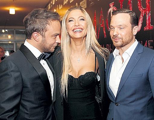 Наташа покорила Андрея и Лешу озорной улыбкой. Фото Ларисы КУДРЯВЦЕВОЙ