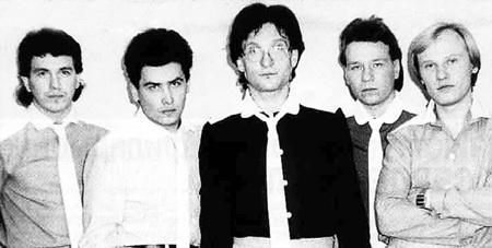 После ухода АНДРИАНОВА из «Лейся, песня» солистами ВИА стали Николай РАСТОРГУЕВ (второй слева) и Валерий КИПЕЛОВ (второй справа)