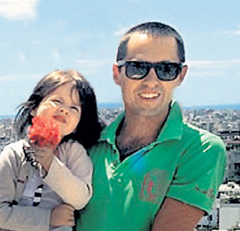 Стас, старший сын композитора, шесть лет назад сделал Игоря дедом (на фото молодой человек с дочкой Анной-Софией). Фото: Facebook.com