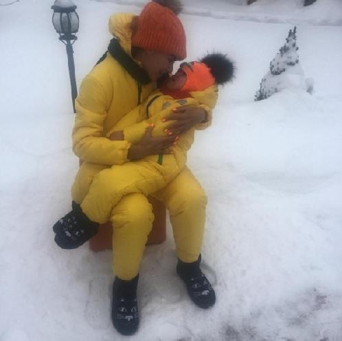 Эвелина БЛЁДАНС с сыном Семёном (Фото: instagram.com)