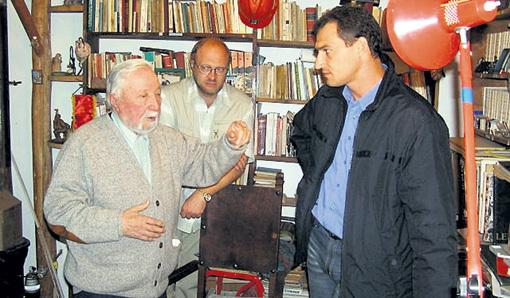 В 2003 году Роман взял интервью у бывшего генсека компартии Чили Луиса КОРВАЛАНА. Фото: Ok.ru