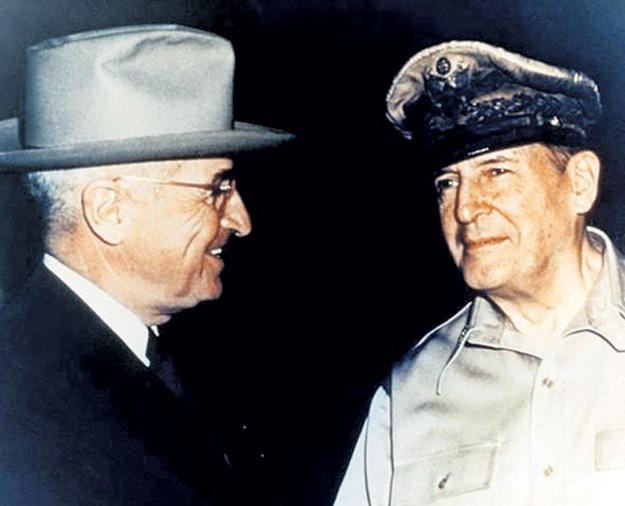 Президент США ТРУМЭН с «японским наместником» генералом МАКАРТУРОМ