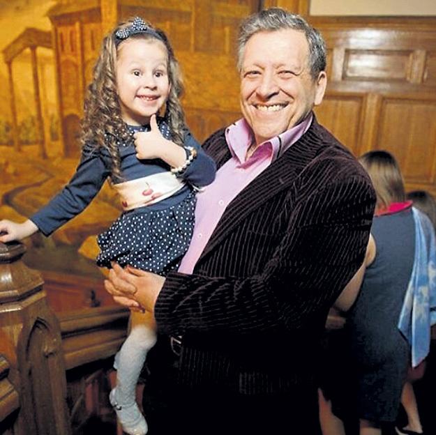 Борис Юрьевич с дочкой Василисой теперь видится часто. Фото: Instagram.com