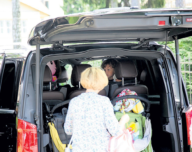 Коляски легко помещаются в просторный багажник