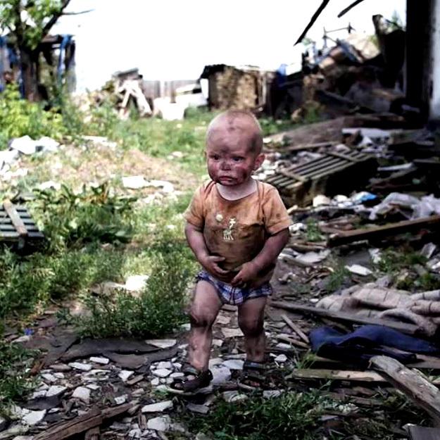 Наша страна сделала всё, чтобы беженцы с Донбасса чувствовали себя, как дома. Этот маленький мальчик теперь живёт в России, и мы больше никому не позволим его обидеть!