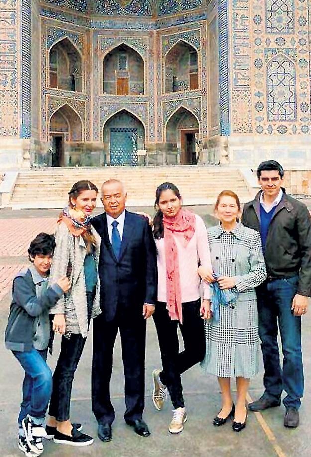Семья (слева направо) : Ислам (сын Лолы КАРИМОВОЙ), Лола (младшая дочь КАРИМОВА), президент Ислам КАРИМОВ, Марьям (старшая дочь Лолы), Татьяна (жена КАРИМОВА), Тимур ТИЛЛЯЕВ (муж Лолы)