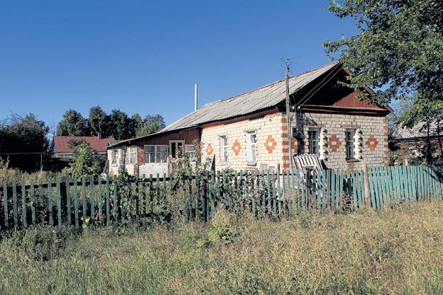 Родительский дом в Ртищеве давно требует ремонта... Фото Руслана ВОРОНОГО
