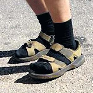 ...и сандалии с носками