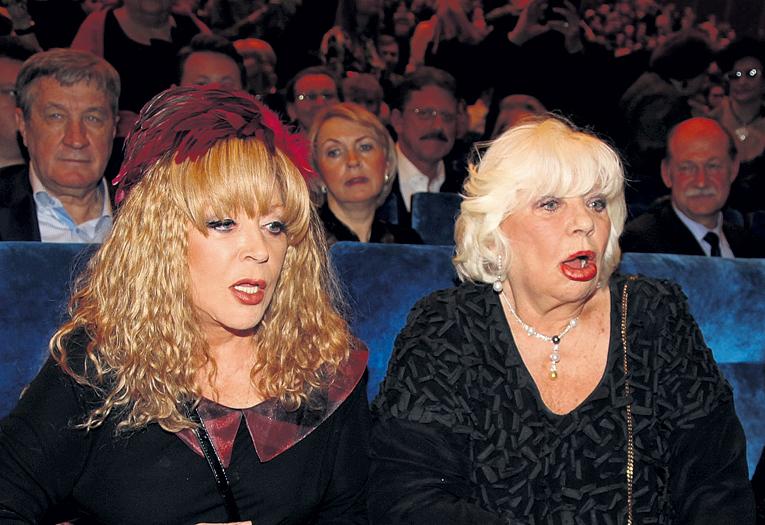 Примадонна и её подруга Алина подпевали почти всем композициям, звучащим со сцены