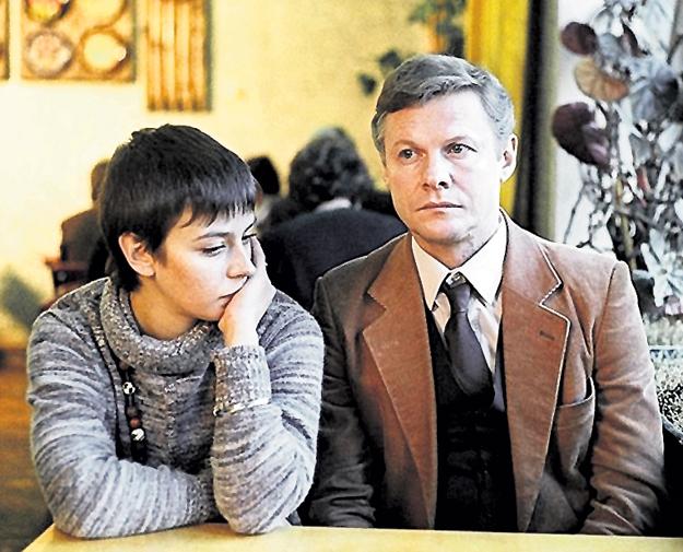 Елена САФОНОВА и Виталий СОЛОМИН в мелодраме «Зимняя вишня»