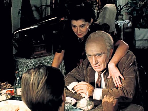 ...сыграла подругу главаря банды Горбатого в культовом сериале «Место встречи изменить нельзя»