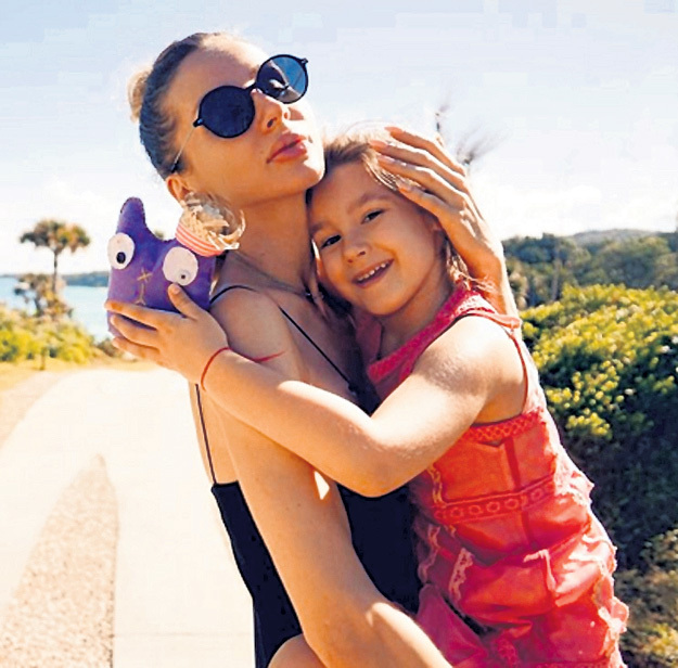 Светлана с дочкой Евангелиной. Фото: Instagram.com