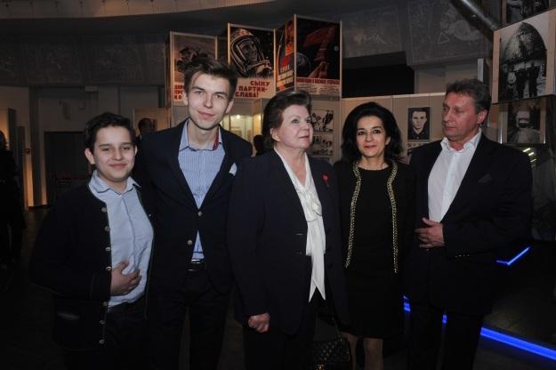 Валентина Терешкова с дочерью Еленой и внуками Алексеем и Андреем (Фото: Евгения Гусева/