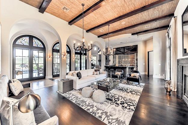 Площадь апартаментов - 360 кв. м. Выходит, один «квадрат» стоит $27, 8 тысячи